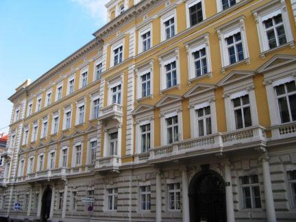 Psychotherapie Graz, die Häuserzeile Elisabethstrasse 18 in Graz